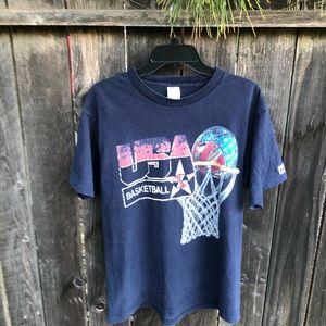 🇺🇸🇺🇸 Vintage 90s USA Basketball tee shirt